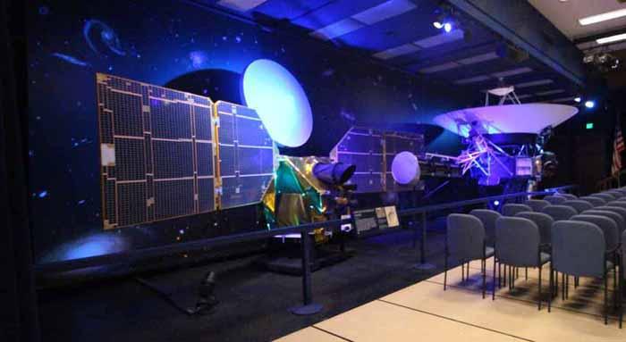 Mars Reconnaissance Orbiter (left) Voyager (right).